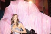 Karlie Kloss backstage at the Victoria's Secret Fashion Show 2011, 9 November, x3