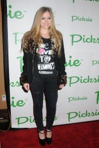 Аврил Лавин, фото 13798. Avril Lavigne - Picksie 2.0 launch at Lucky Strike in NYC, november 22, foto 13798
