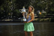 Виктория Азаренко, фото 203. Victoria Azarenka Posing with the Australian Open Trophy along the Yarra River in Melbourne - 29.01.2012, foto 203