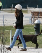 Энн Хэтэуэй, фото 5938. Anne Hathaway 'Walking her dog in Brooklyn', february 5, foto 5938