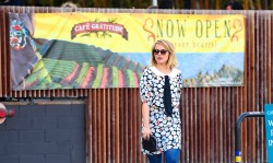 Дианна Агрон, фото 1175. Dianna Agron grabs a late lunch at Cafe Gratitude with Carey Mulligan (Feb. 19), foto 1175