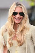Эль Макферсон, фото 1082. Elle MacPherson at The Grove to appear on the programme 'Extra', february 20, foto 1082
