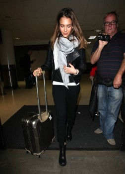 Джессика Альба, фото 25415. Jessica Alba Arrives at LAX. march 3, foto 25415