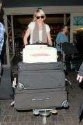 Камерон Диаз, фото 4969. Cameron Diaz at LAX Airport, March 8, foto 4969