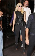 Gwen Stefani Leaving a Hotel in Manhattan 6th September x14